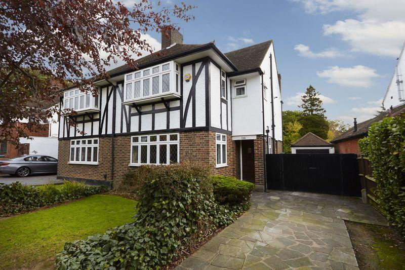 3 Bedrooms Semi Detached House for sale in Riefield Road, Eltham SE9