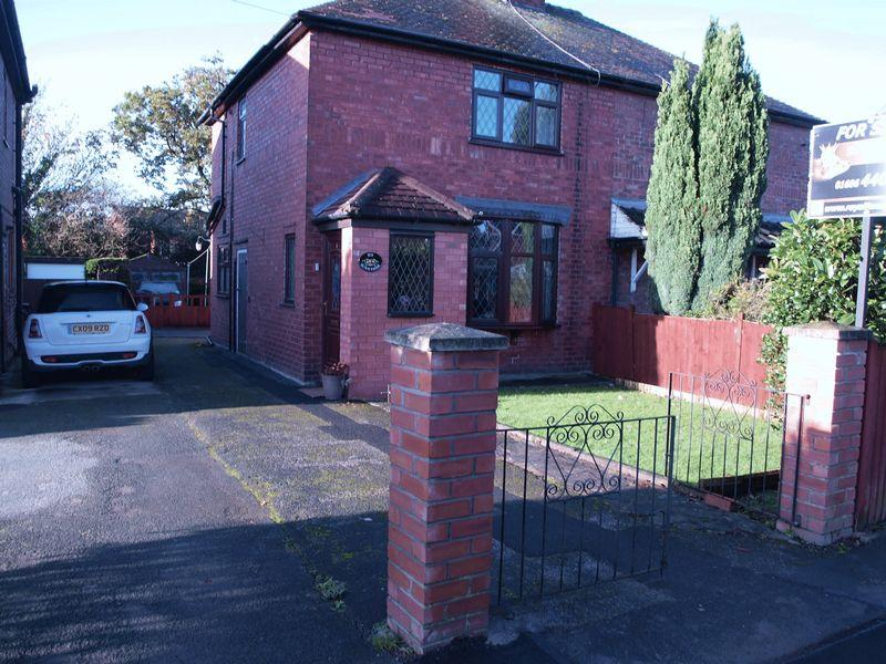 2 Bedrooms Semi Detached House for sale in Smithy Lane, Lostock Gralam, CW9 7PZ