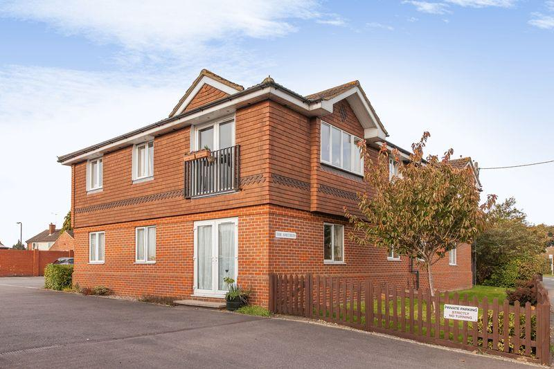 2 Bedrooms Apartment Flat for sale in The Ashtrees, Ash