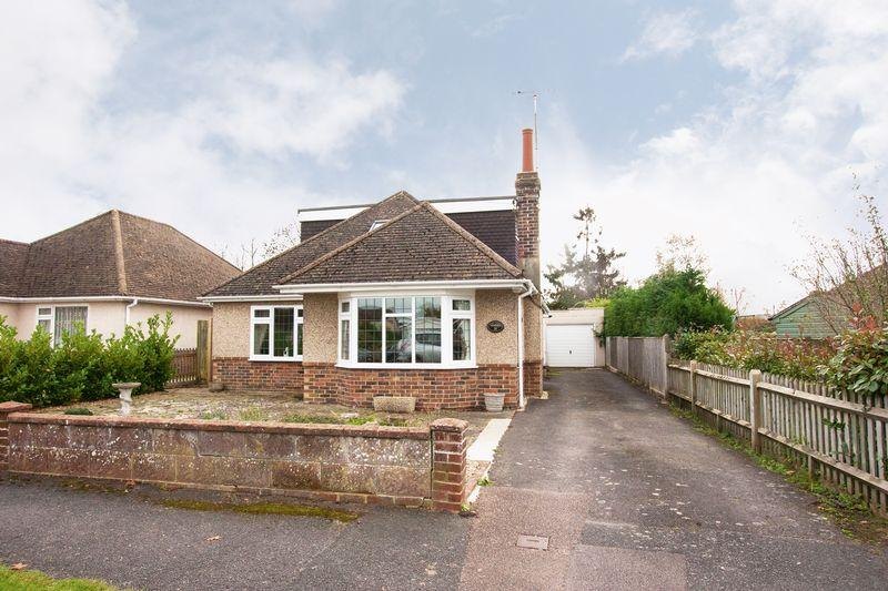 4 Bedrooms Detached Bungalow for sale in Detached chalet property in Mackie Avenue, Hassocks
