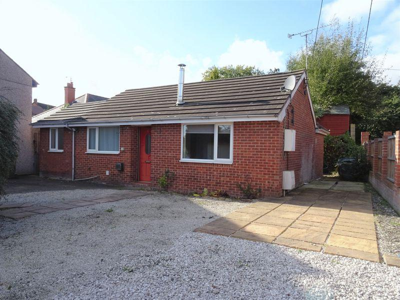 2 Bedrooms Bungalow for sale in North Road, Wrexham