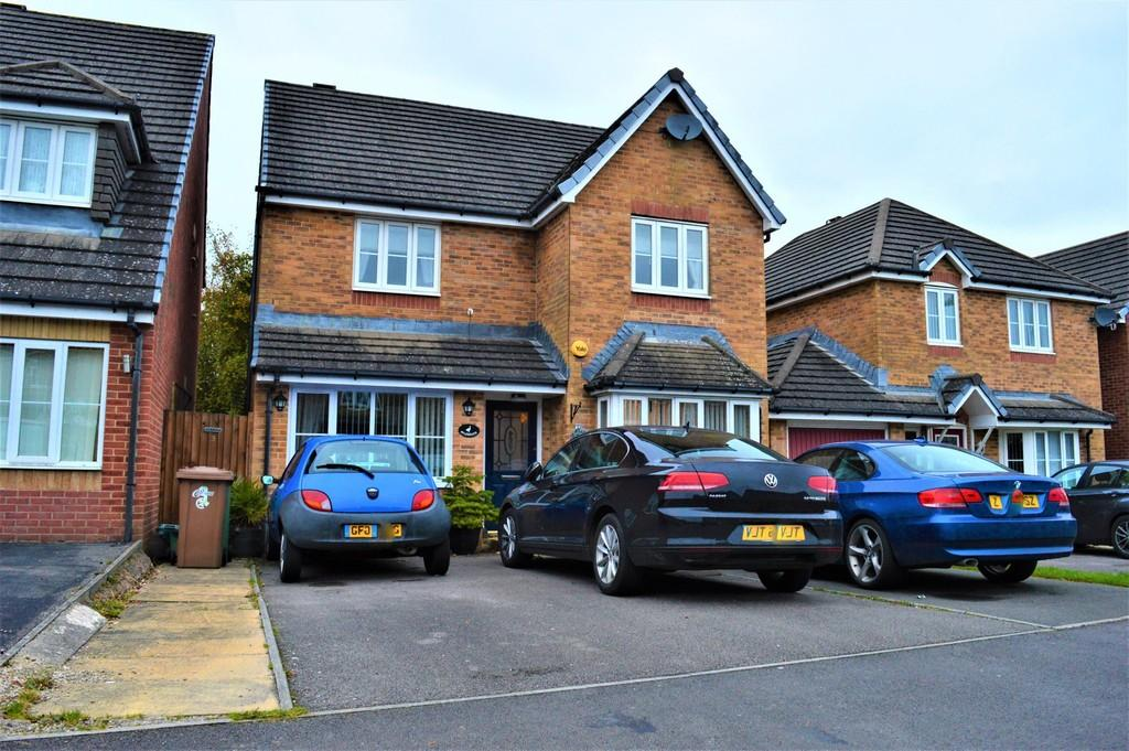 3 Bedrooms Detached House for sale in Clos Coed Bach, Highfields, Blackwood