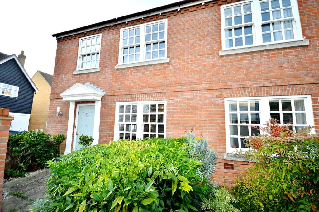 3 Bedrooms Semi Detached House for sale in Tern Mews, Lower Wivenhoe