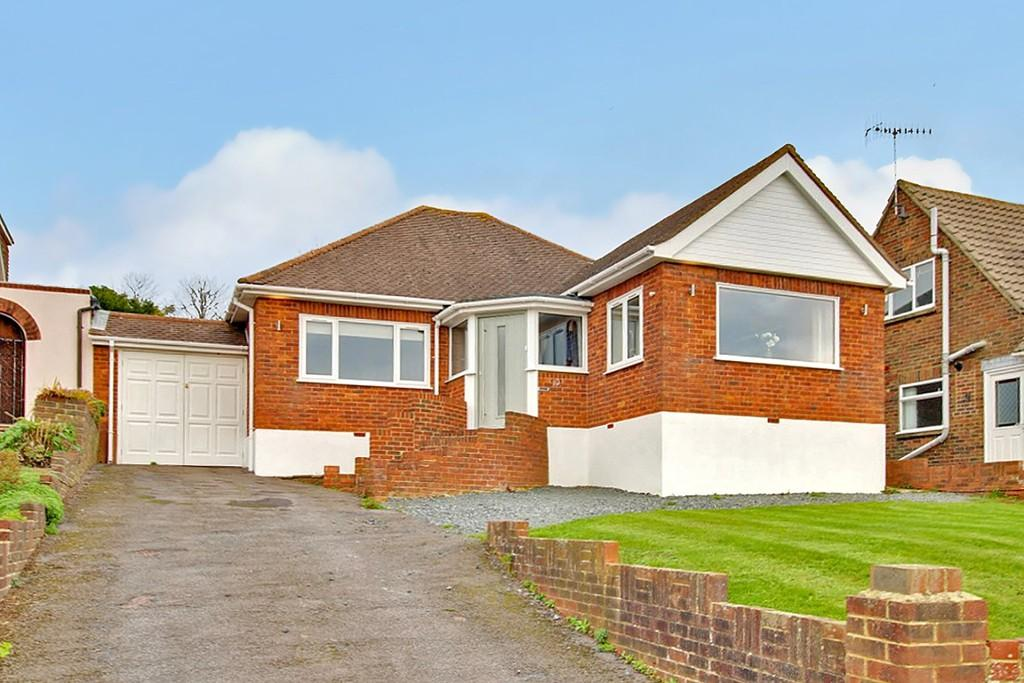 3 Bedrooms Detached Bungalow for sale in Firle Road, Lancing, BN15