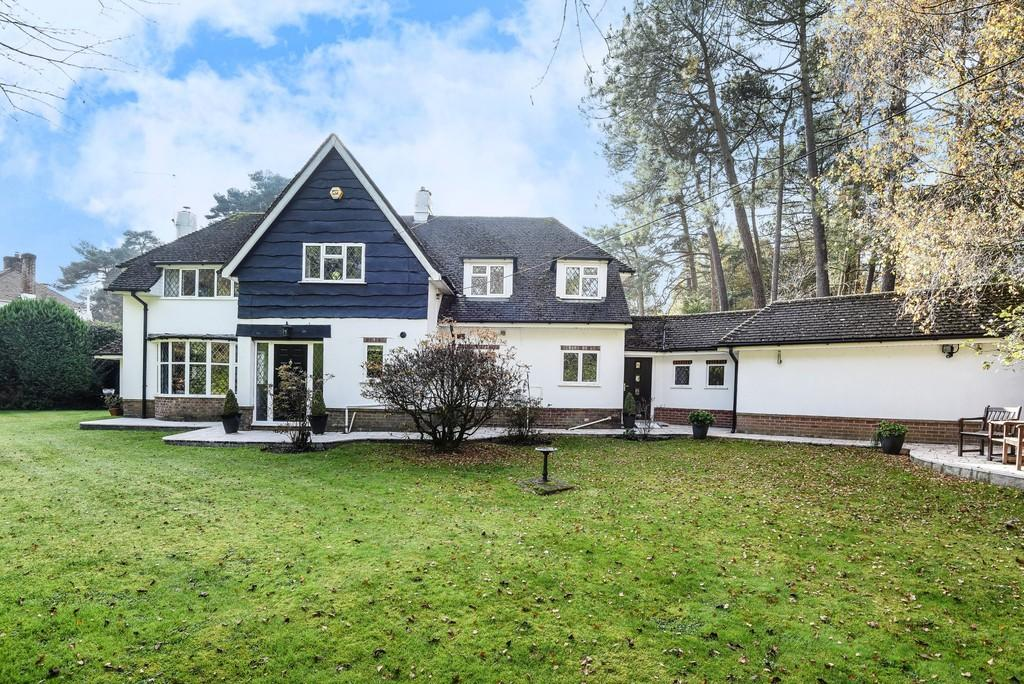 4 Bedrooms Detached House for sale in Beaufoys Avenue, Ferndown