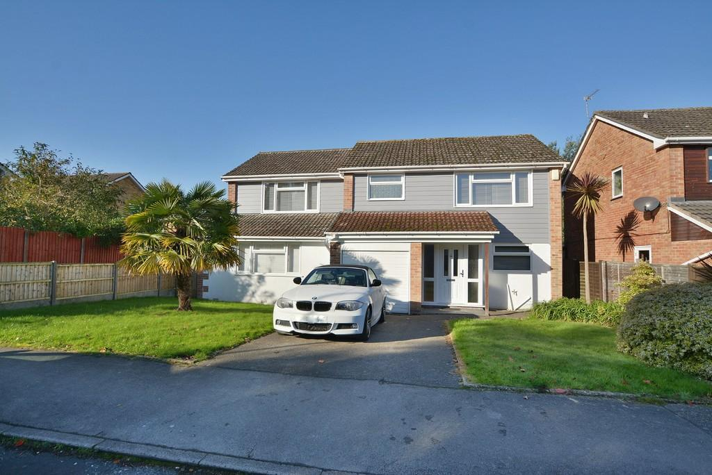 4 Bedrooms Detached House for sale in Glenmoor Road, Ferndown