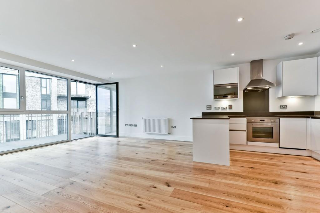 3 Bedrooms Apartment Flat for sale in St Vincent Court Canning Town E16