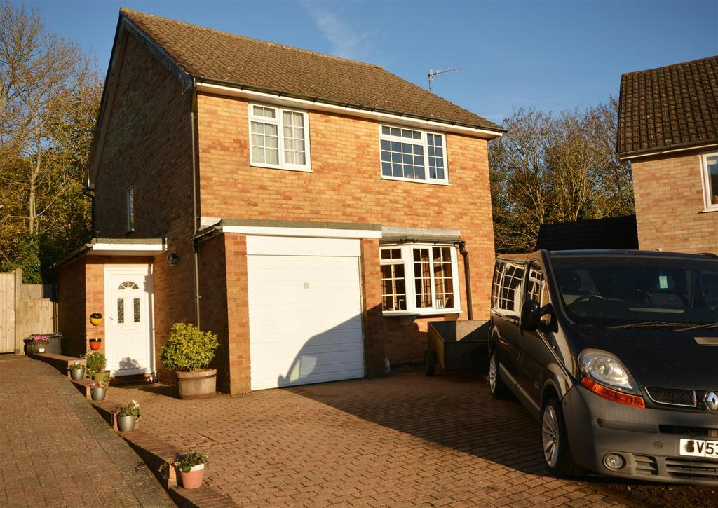 4 Bedrooms Detached House for sale in Heathfield Close, Hastings
