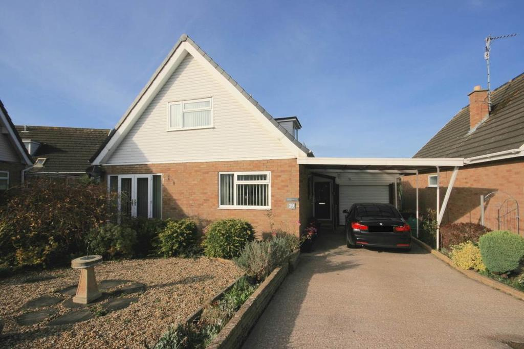 4 Bedrooms Detached Bungalow for sale in 29 Hill View Road, Llanrhos, LL30 1SP