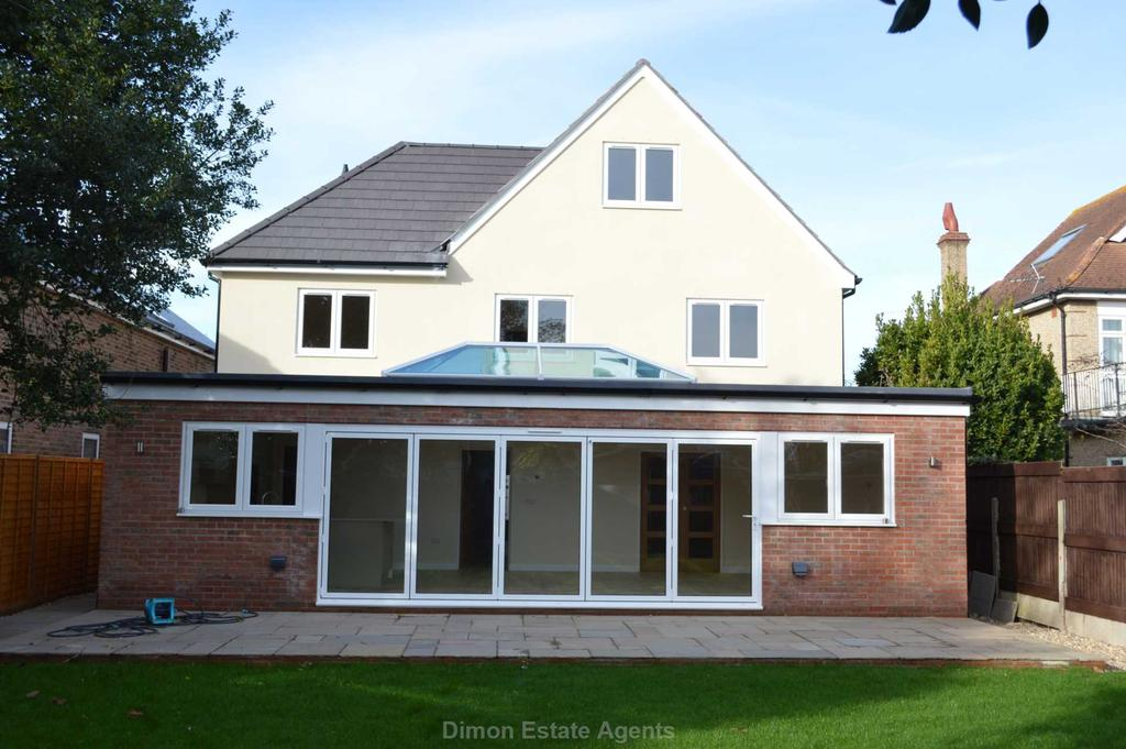 5 Bedrooms Detached House for sale in Monckton Road, Alverstoke