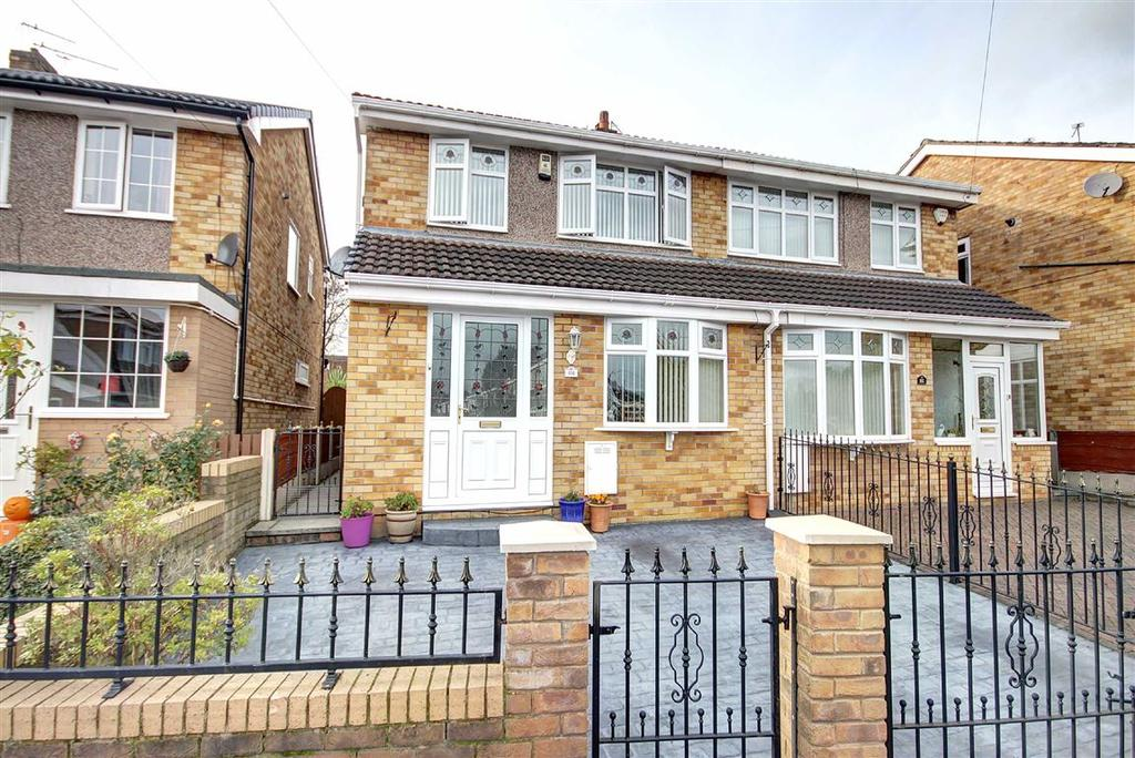 3 Bedrooms Semi Detached House for sale in Tottenham Drive, Baguley