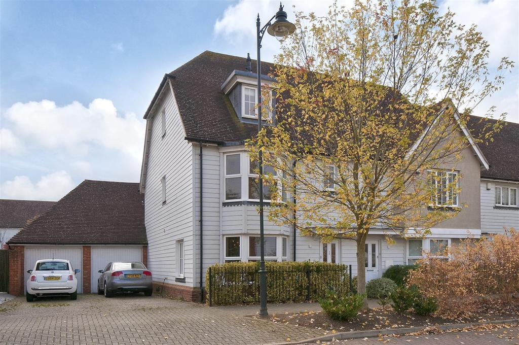 4 Bedrooms End Of Terrace House for sale in Tiffen Way, Kings Hill, ME19 4GZ