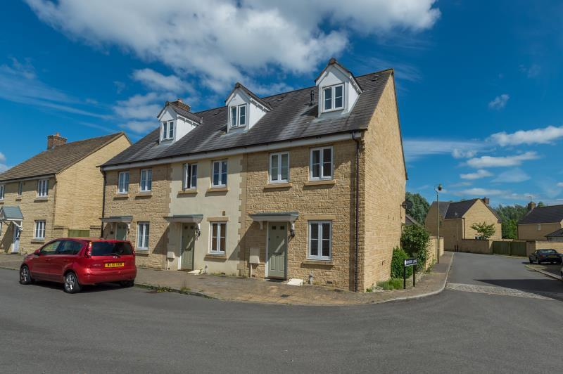 3 Bedrooms Terraced House for sale in Woodley Green, Witney, Oxfordshire