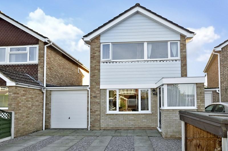 4 Bedrooms Link Detached House for sale in Heathfield Road, West Moors, FERNDOWN