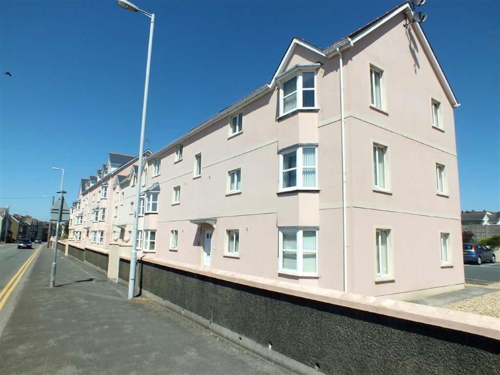 2 Bedrooms Apartment Flat for sale in London Road, Pembroke Dock