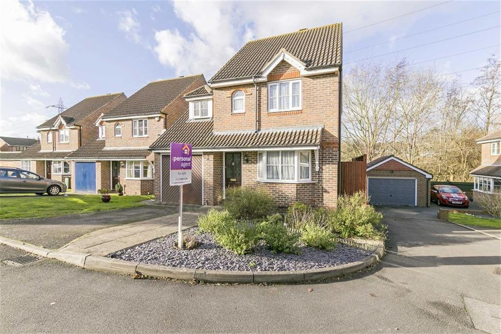 3 Bedrooms Detached House for sale in Woodland Walk, West Ewell, Surrey