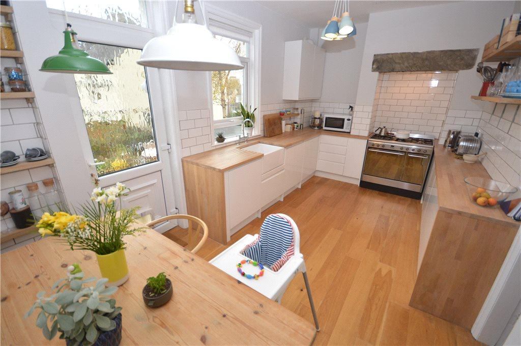 2 Bedrooms Terraced House for sale in Rufford Drive, Yeadon, Leeds, West Yorkshire