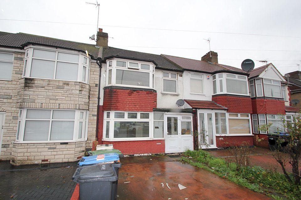 3 Bedrooms Terraced House for sale in Great Cambridge Road, Enfield, EN1