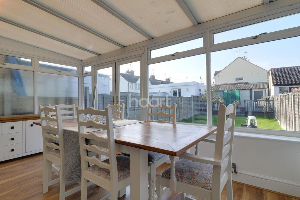 3 Bedrooms Terraced House for sale in Rayleigh Road, Leigh-On-Sea