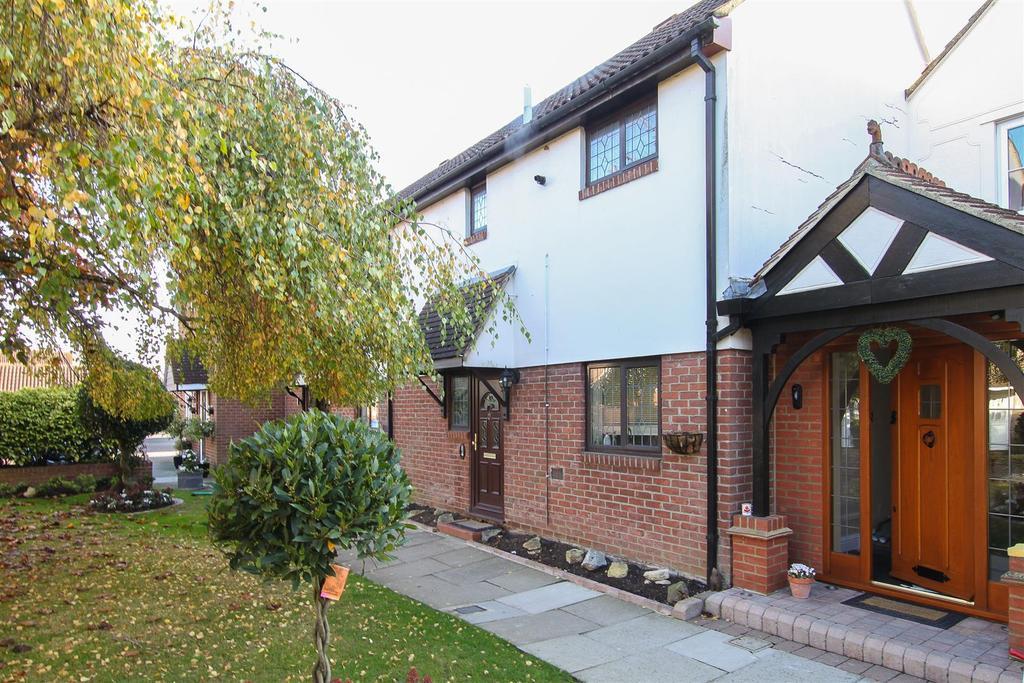2 Bedrooms Terraced House for sale in Kelvedon Green
