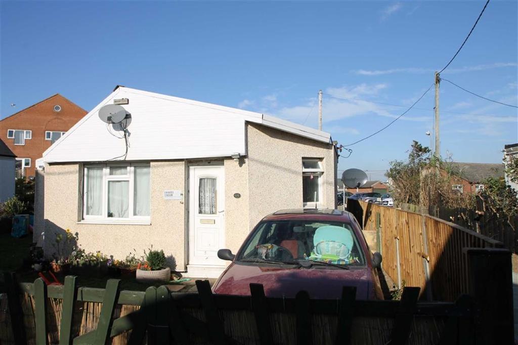 3 Bedrooms Detached Bungalow for sale in Beach Way, Jaywick