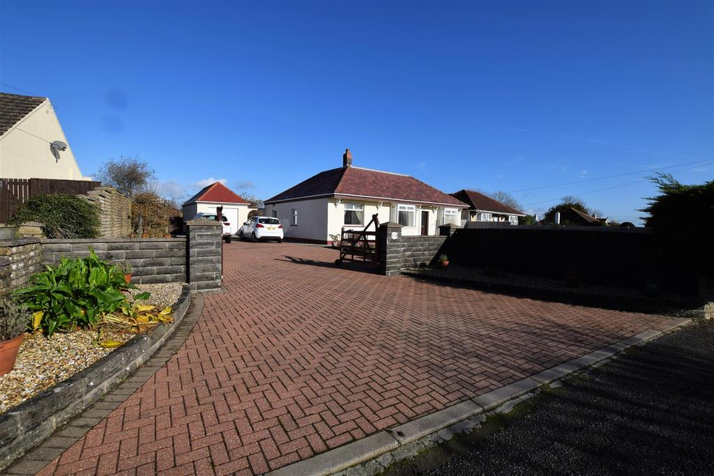 4 Bedrooms Detached Bungalow for sale in 11 Pill Road, Hook, Haverfordwest