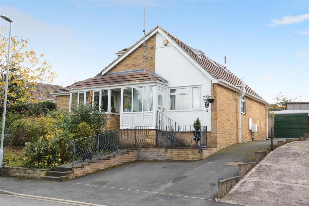 4 Bedrooms Detached Bungalow for sale in High Street, Farsley