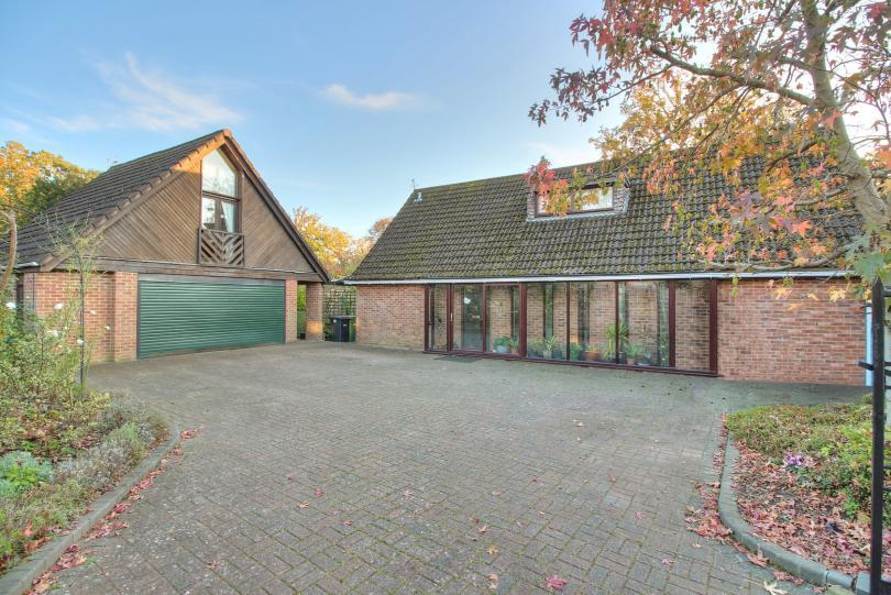 4 Bedrooms Detached House for sale in Adamson Close, Hiltingbury, Chandlers Ford