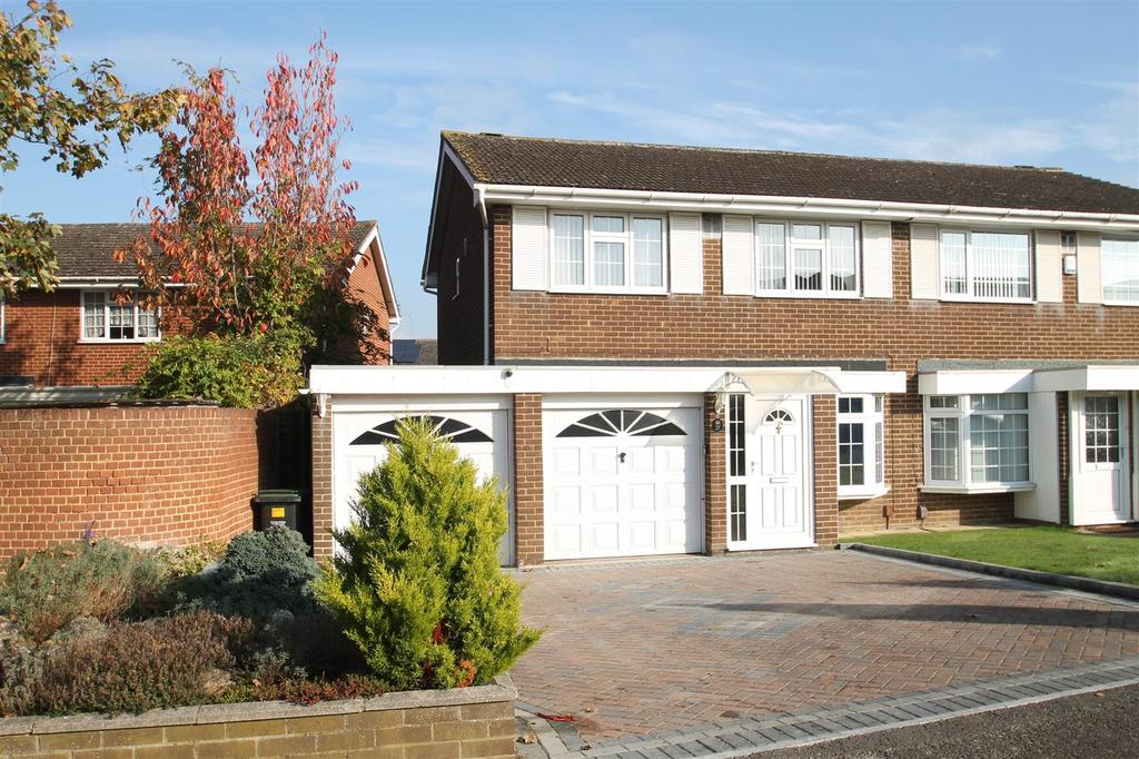 3 Bedrooms Semi Detached House for sale in Cherry Orchard, Ditton, Aylesford
