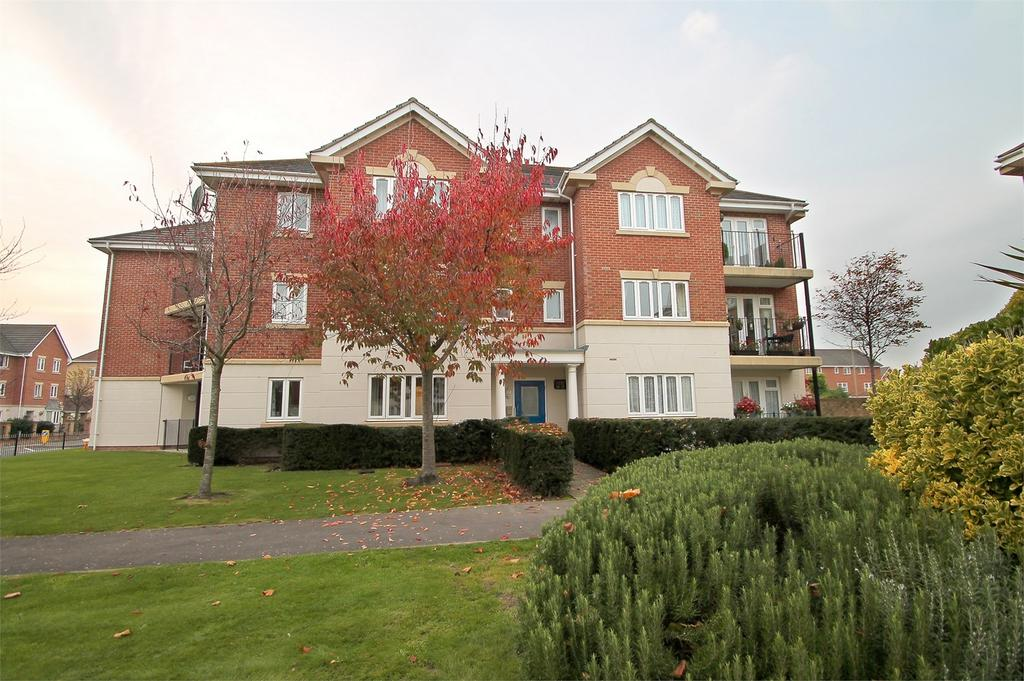 2 Bedrooms Flat for sale in Hayling Close, Gosport, Hampshire