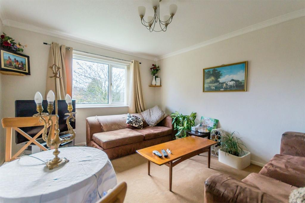 2 Bedrooms Flat for sale in Carentan Close, Selby, North Yorkshire