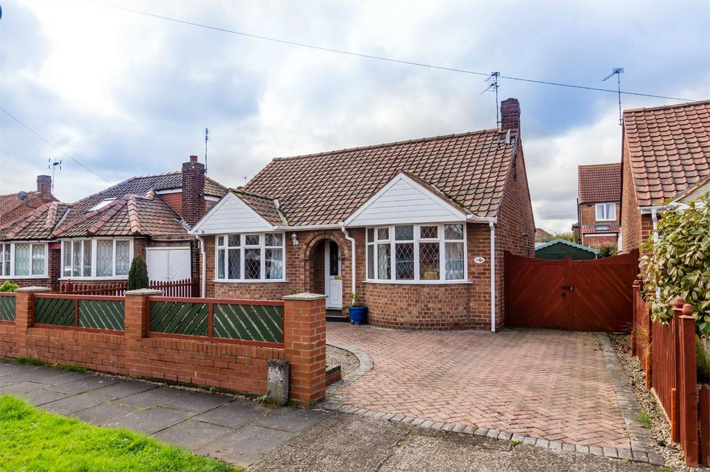 3 Bedrooms Detached Bungalow for sale in Bedale Avenue, Osbaldwick, YORK
