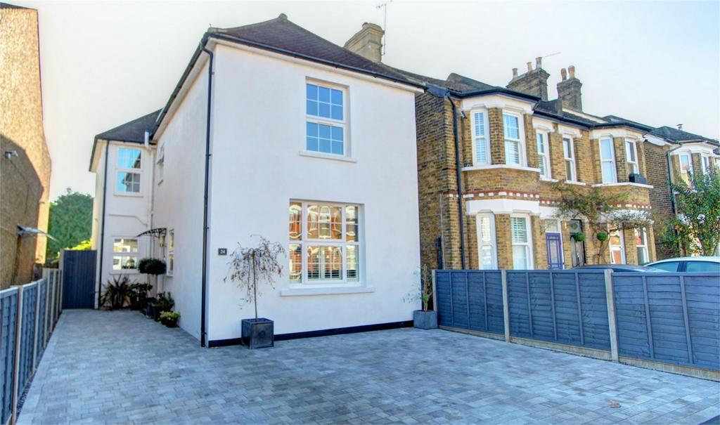 4 Bedrooms Detached House for sale in Walpole Road, Bromley, Kent