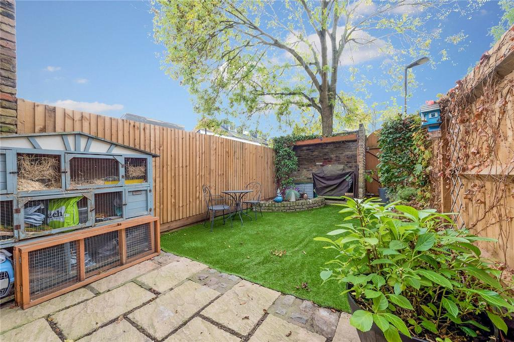 4 Bedrooms Terraced House for sale in Dunbar Street, London, SE27