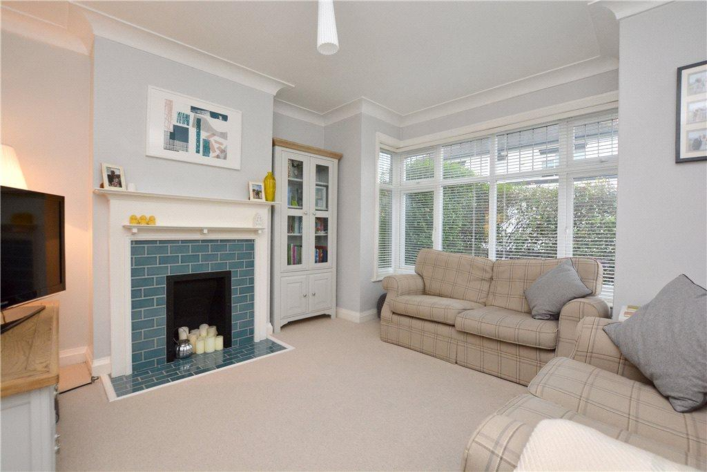 3 Bedrooms Semi Detached House for sale in Roper Grove, Roundhay, Leeds
