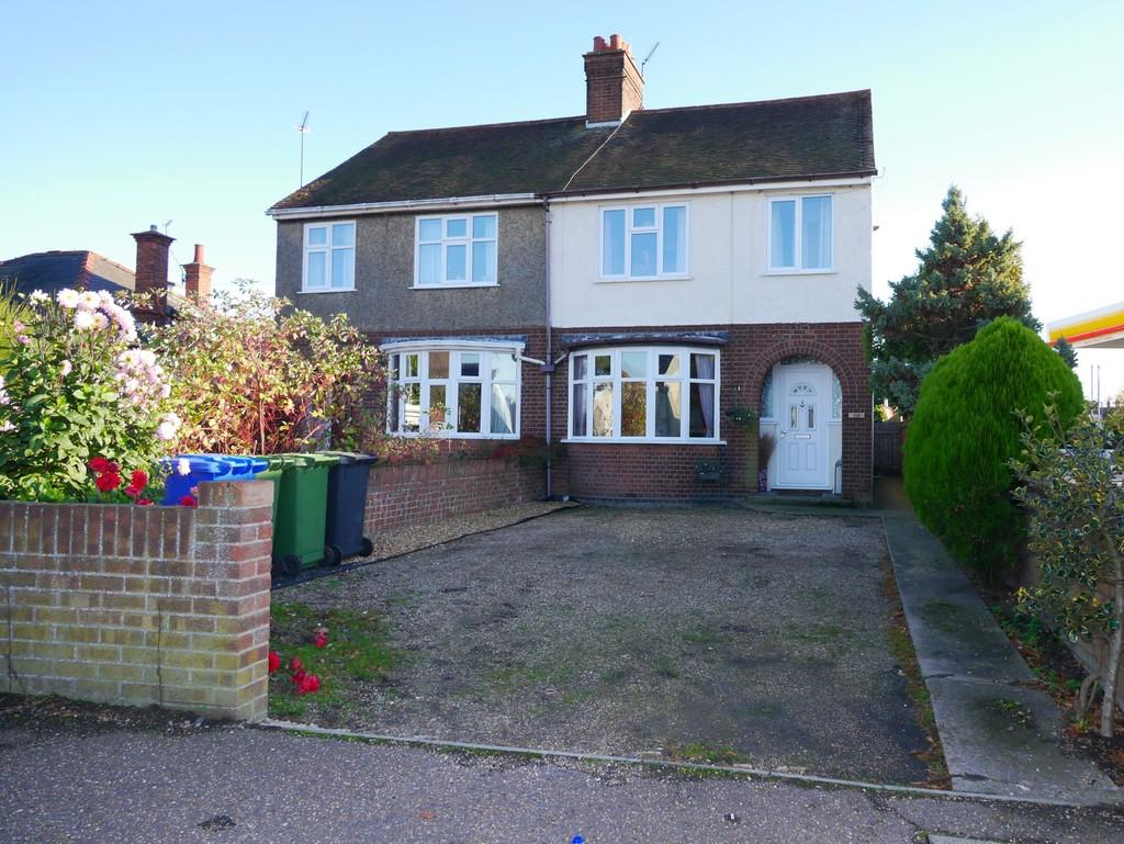 3 Bedrooms Semi Detached House for sale in Normanston Drive, Oulton Broad, Lowestoft