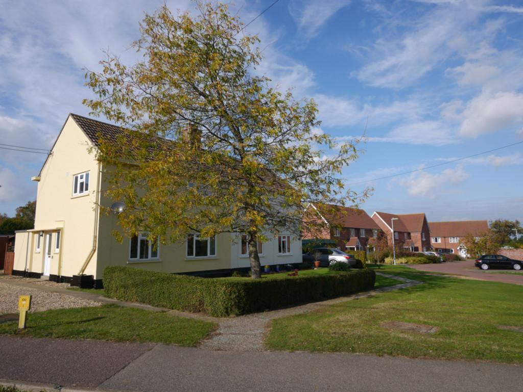 2 Bedrooms Semi Detached House for sale in Kings Avenue, Framlingham, Suffolk