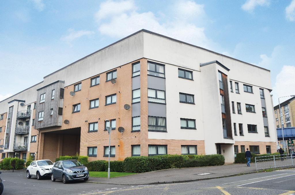 2 Bedrooms Flat for sale in Kilmarnock Road, Flat 2/3, Shawlands, Glasgow, G43 2XS