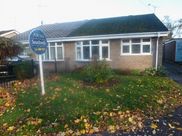 2 Bedrooms Semi Detached Bungalow for sale in Avonlea Gardens Rugeley