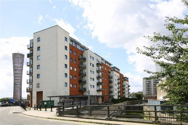 2 Bedrooms Flat for sale in The Lock, High Street, Stratford