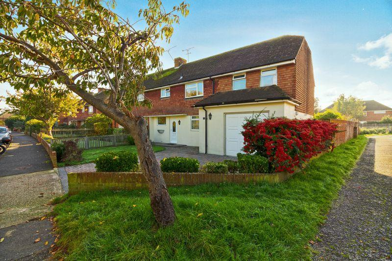 4 Bedrooms Semi Detached House for sale in Roundstone Crescent, East Preston