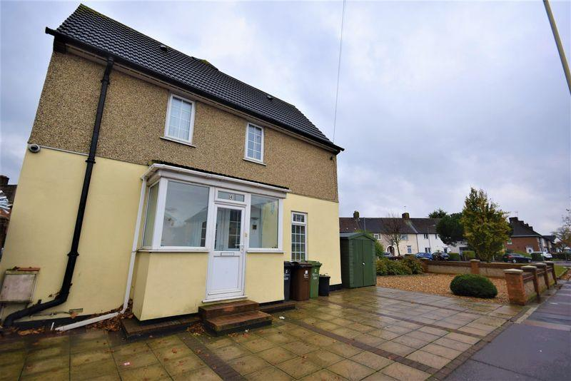 3 Bedrooms Semi Detached House for sale in Wood Lane, Dagenham
