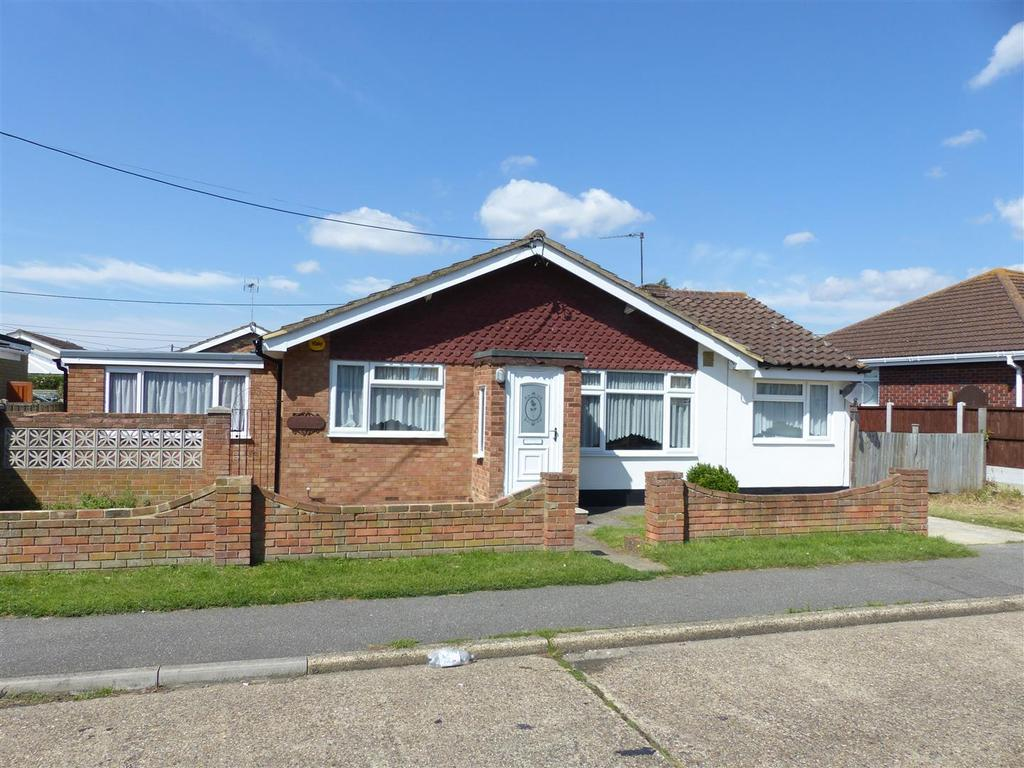 3 Bedrooms Detached Bungalow for sale in Westman Road, Canvey Island