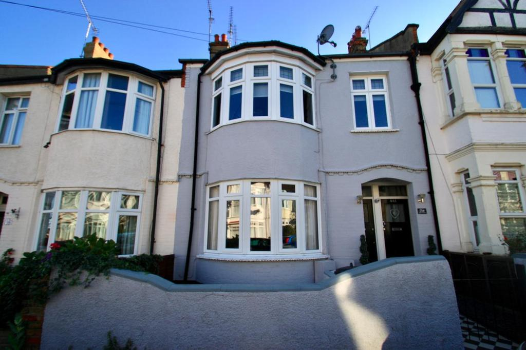 2 Bedrooms Flat for sale in Leigham Court Drive, Leigh-On-Sea