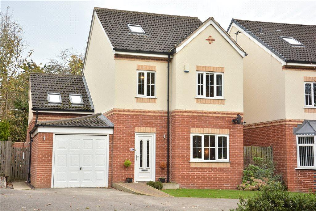 5 Bedrooms Detached House for sale in Hall Lane, Horsforth, Leeds
