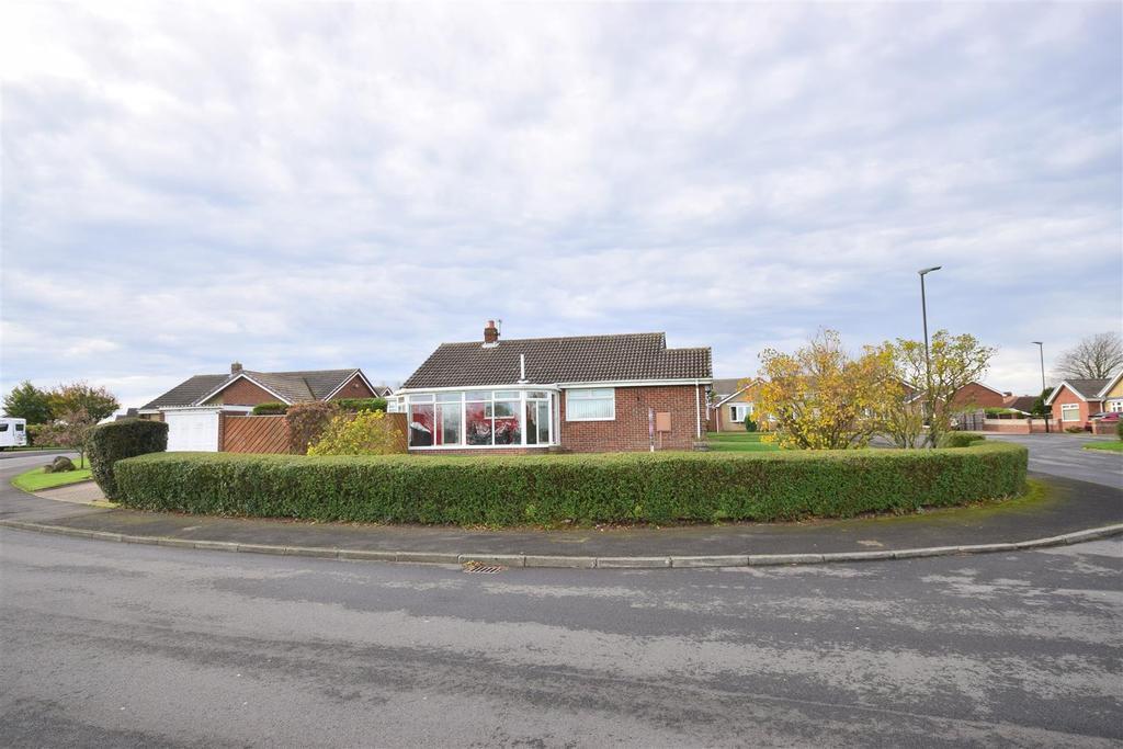 3 Bedrooms Detached Bungalow for sale in Levisham Close, Sunderland