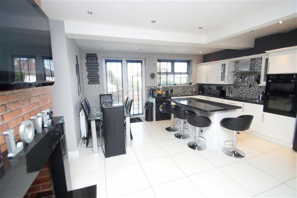3 Bedrooms Semi Detached House for sale in Primrose Lane, Leeds