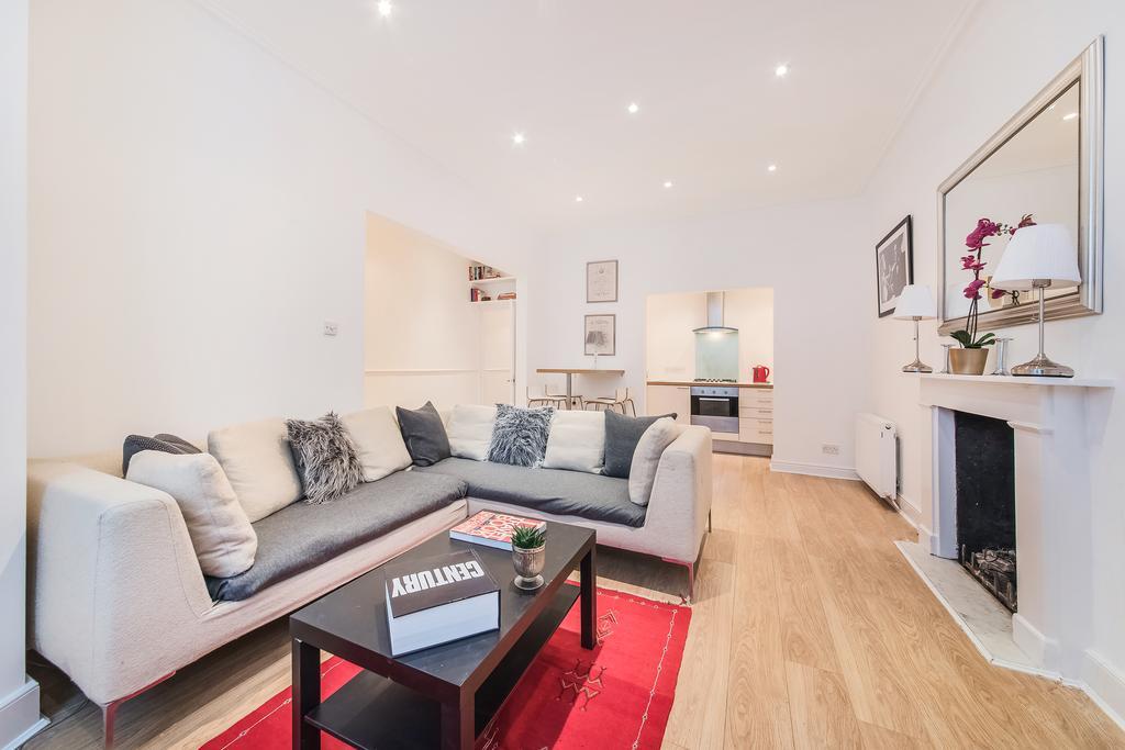 2 Bedrooms Flat for sale in Westgate Terrace, SW10