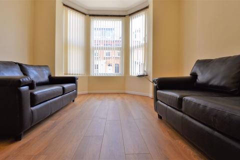 6 bedroom house to rent - Ebberston Terrace