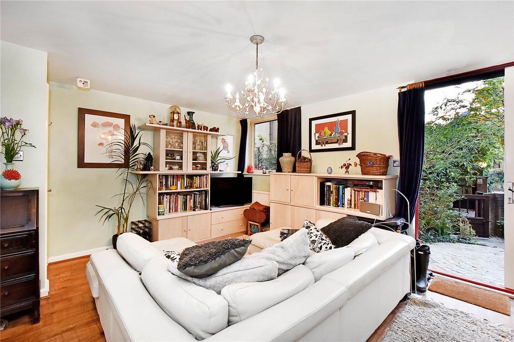 2 Bedrooms Maisonette Flat for sale in Leeward Court, Asher Way, London, E1W